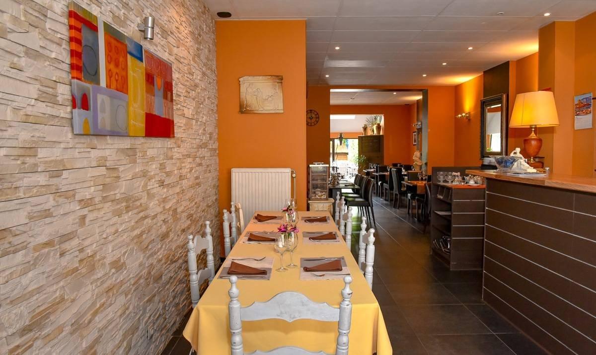 photo intérieur du restaurant grec la folie grecque woluwe